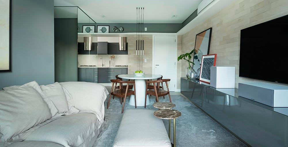 Apartamento de 85 m² com diversos tons de cinza fica pronto em três meses
