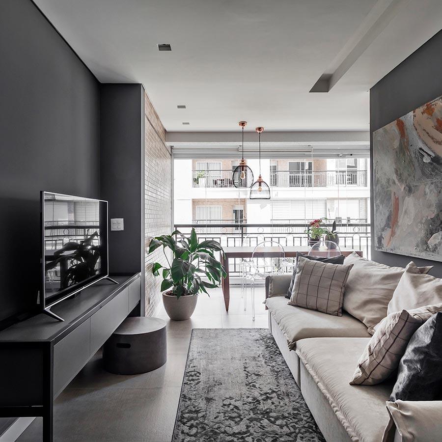 A sala de jantar deste apartamento fica na varanda