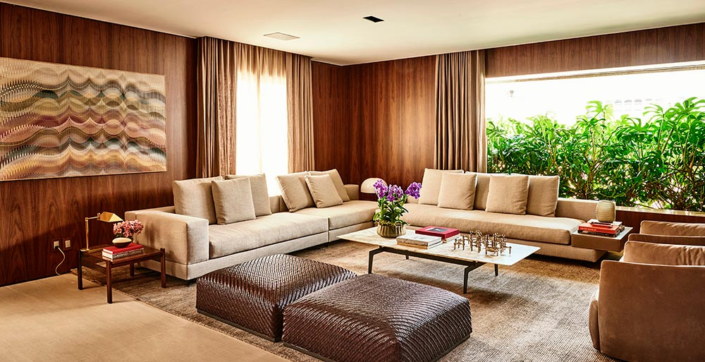 Apartamento de 380 m² tem jabuticabeira na área externa