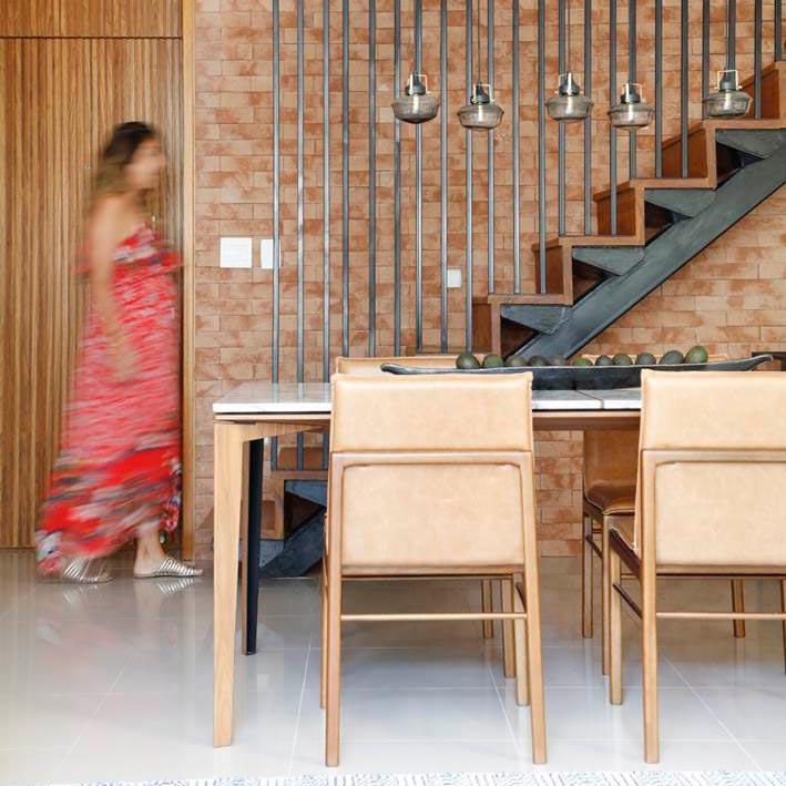 Apartamento no Rio tem escada inspirada em projeto do Pinterest