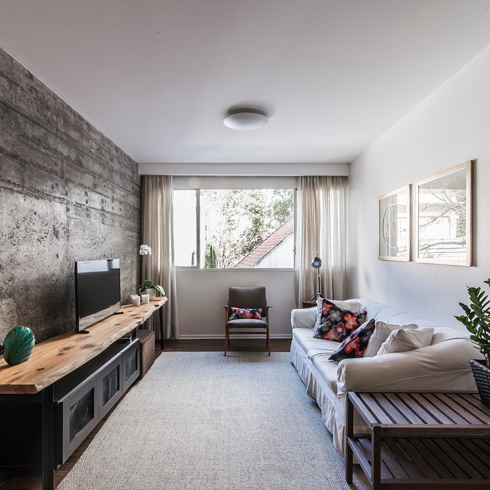 Parede de concreto é a grande estrela deste apartamento