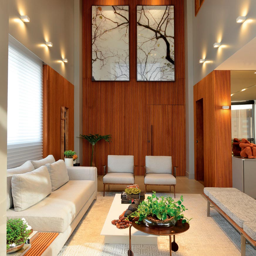 direito duplo e muita madeira na decoração