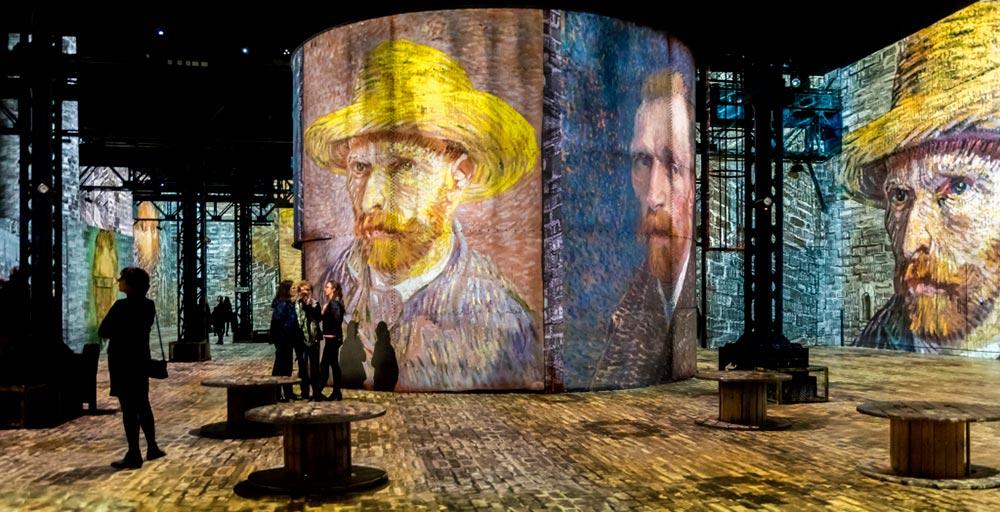 Exposição imersiva permite percorrer as obras de Van Gogh