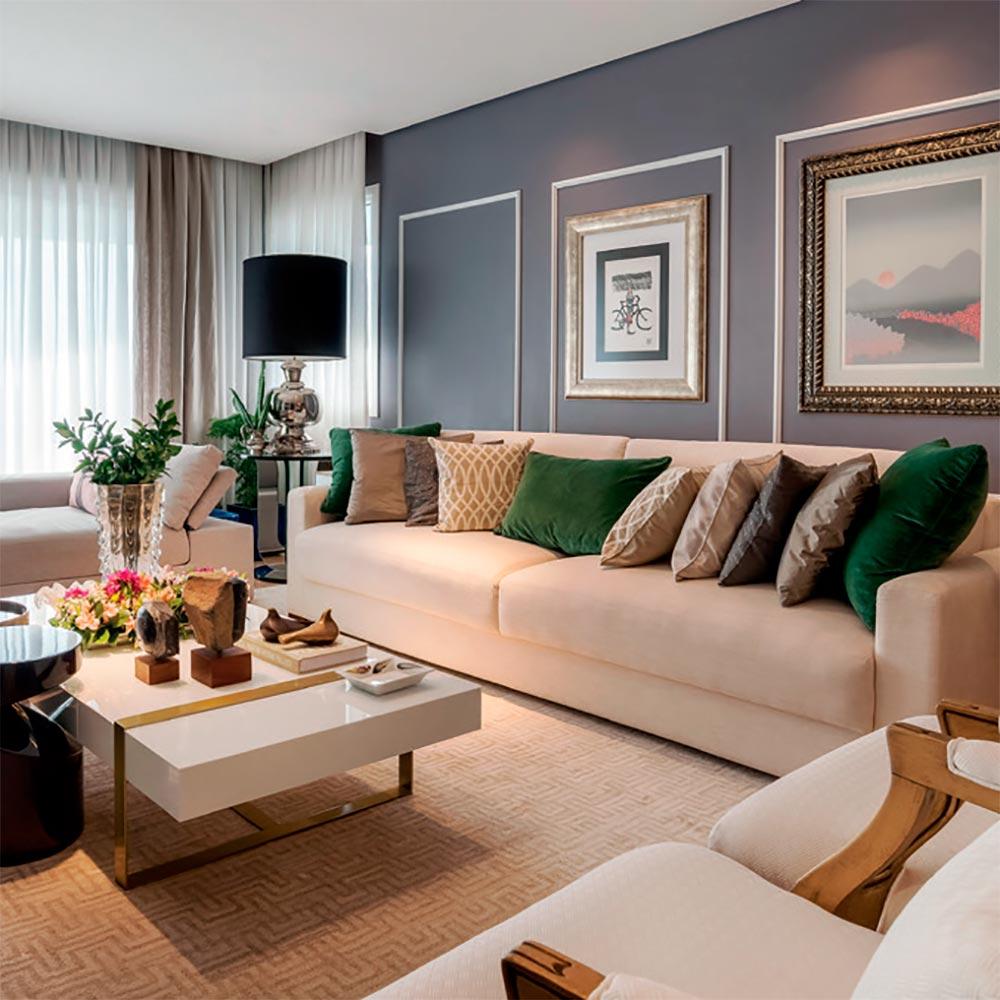 Apartamento com décor clássico é repleto de obras de arte