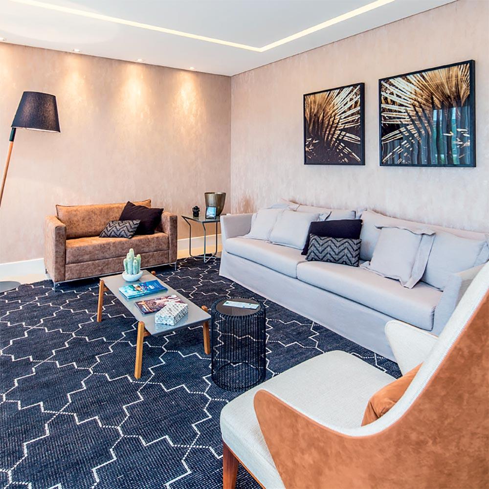 Apartamento catarinense tem décor em tons de cinza e caramelo