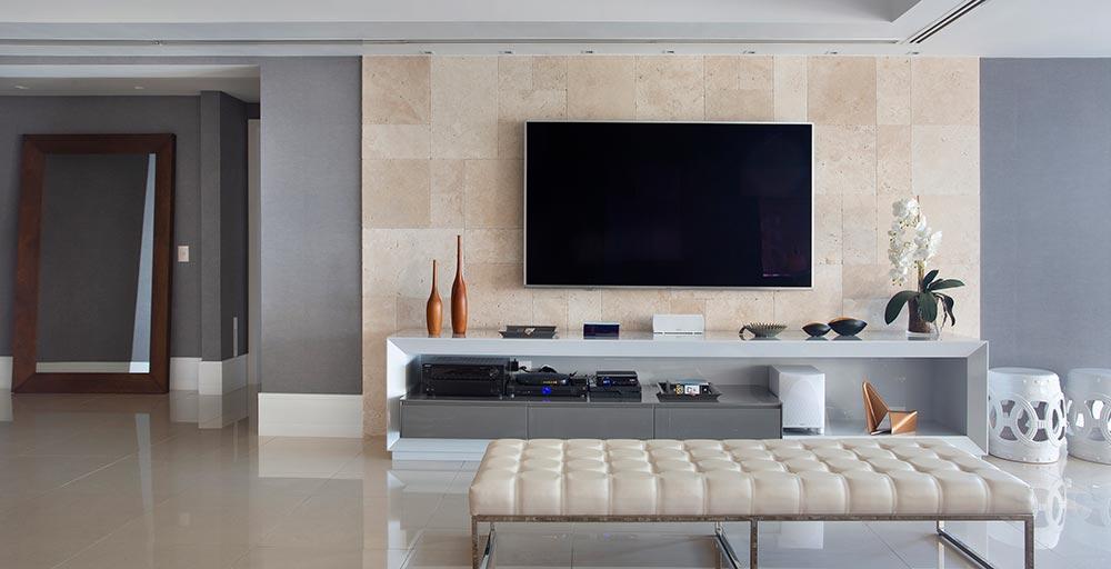 Apartamento de 184 m² tem décor contemporâneo e décor em tons de azul
