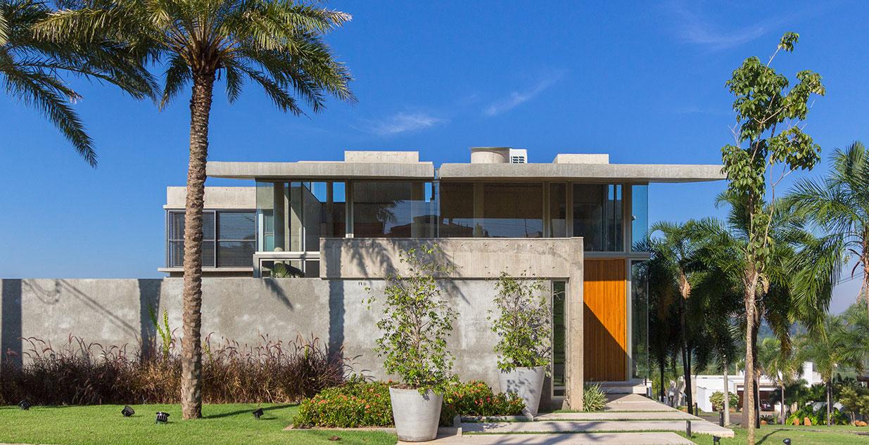 Casa sustentável tem telhado curvo e estrutura em balanço