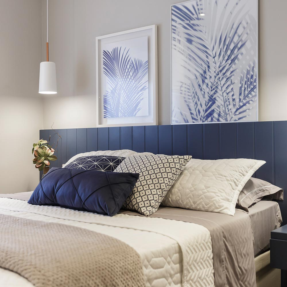 Apartamento de 80 m² tem décor com tons de cinza e azul