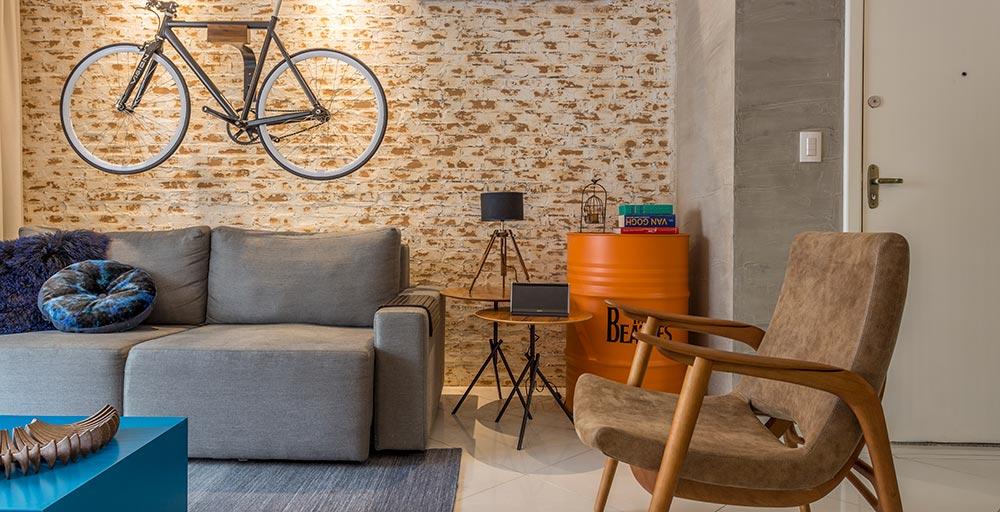 Apartamento para jovem casal ganha decoração descolada e divertida