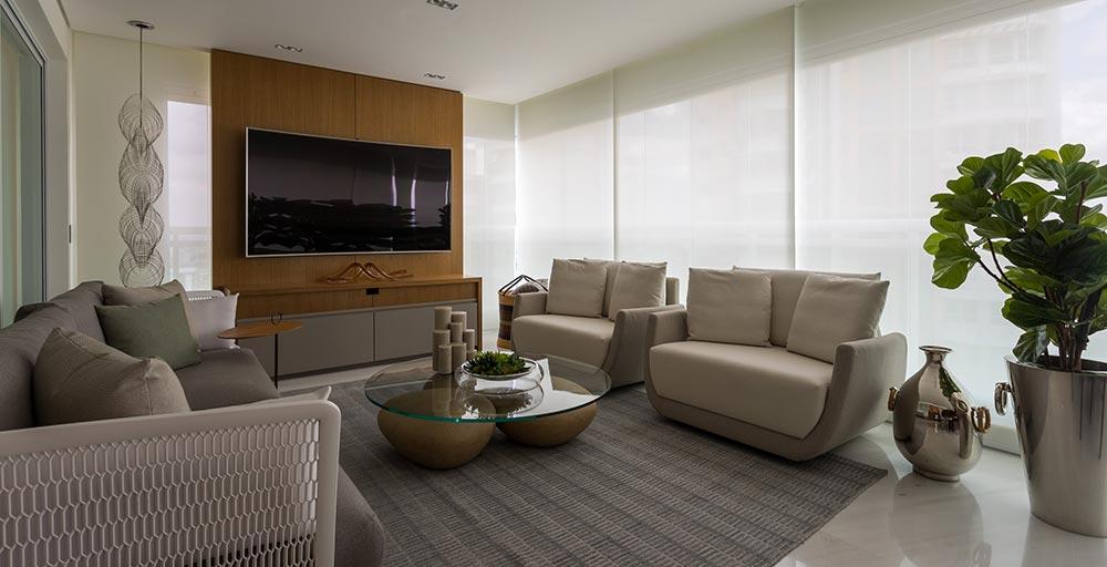 Apartamento tem décor que valoriza as obras de arte dos moradores