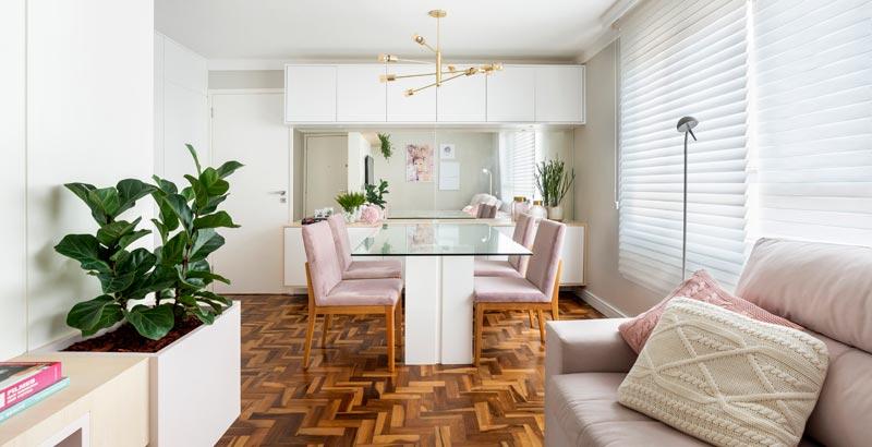 Pink millenial é o destaque no décor deste apartamento de 60 m²