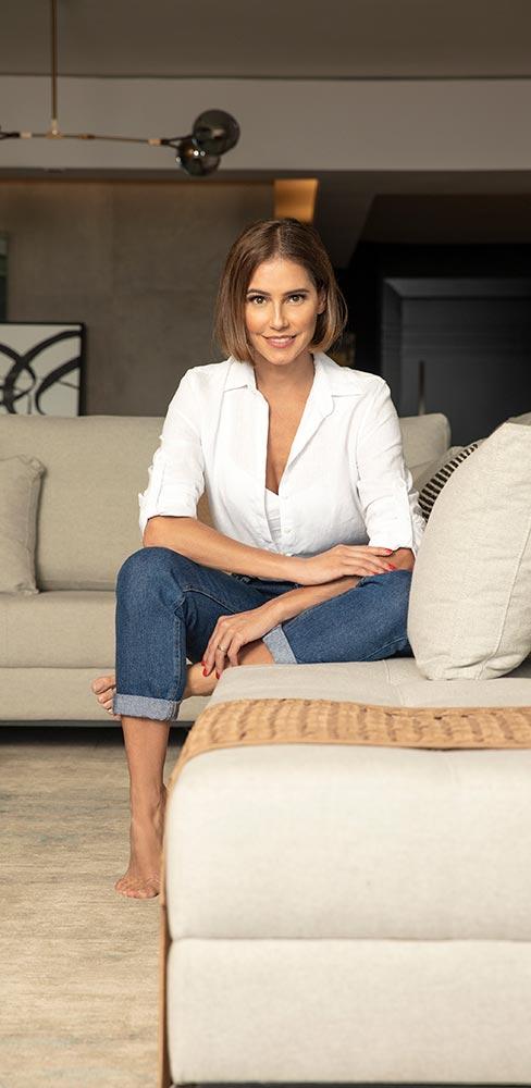 Conheça o apartamento da atriz Deborah Secco