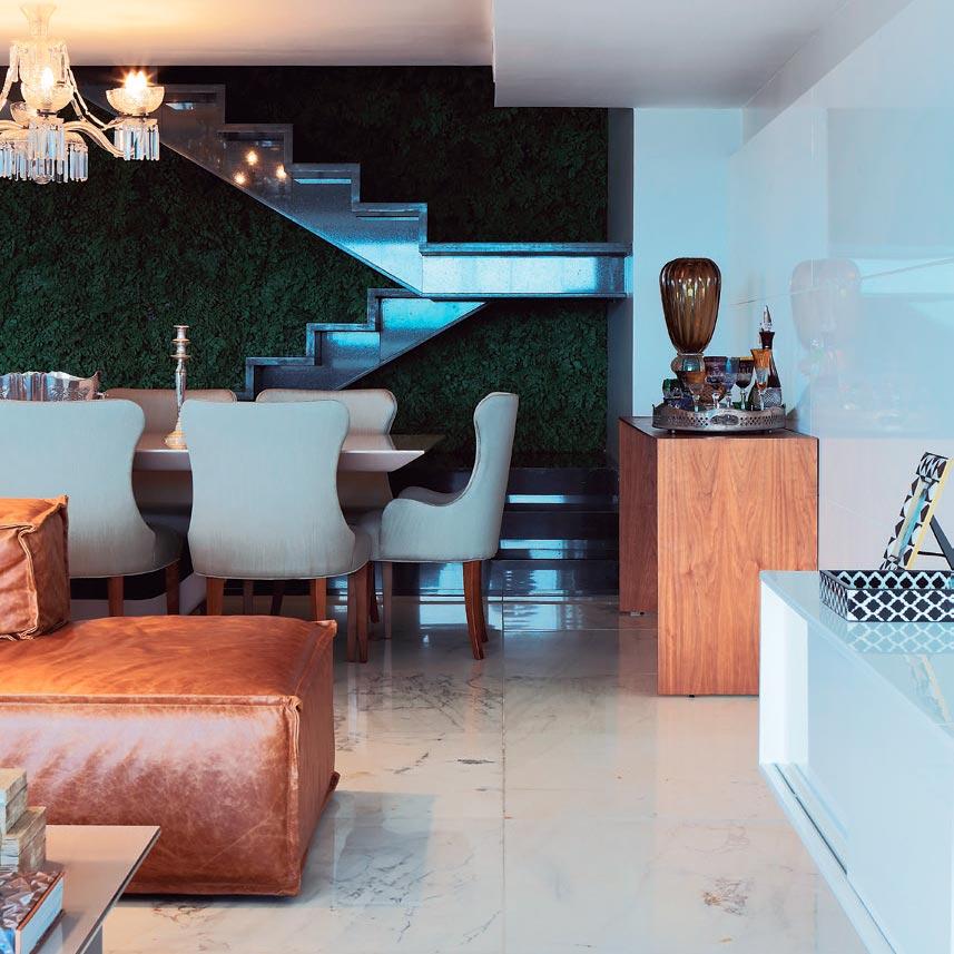 Cobertura em Maceió ganha sofisticação com materiais nobres