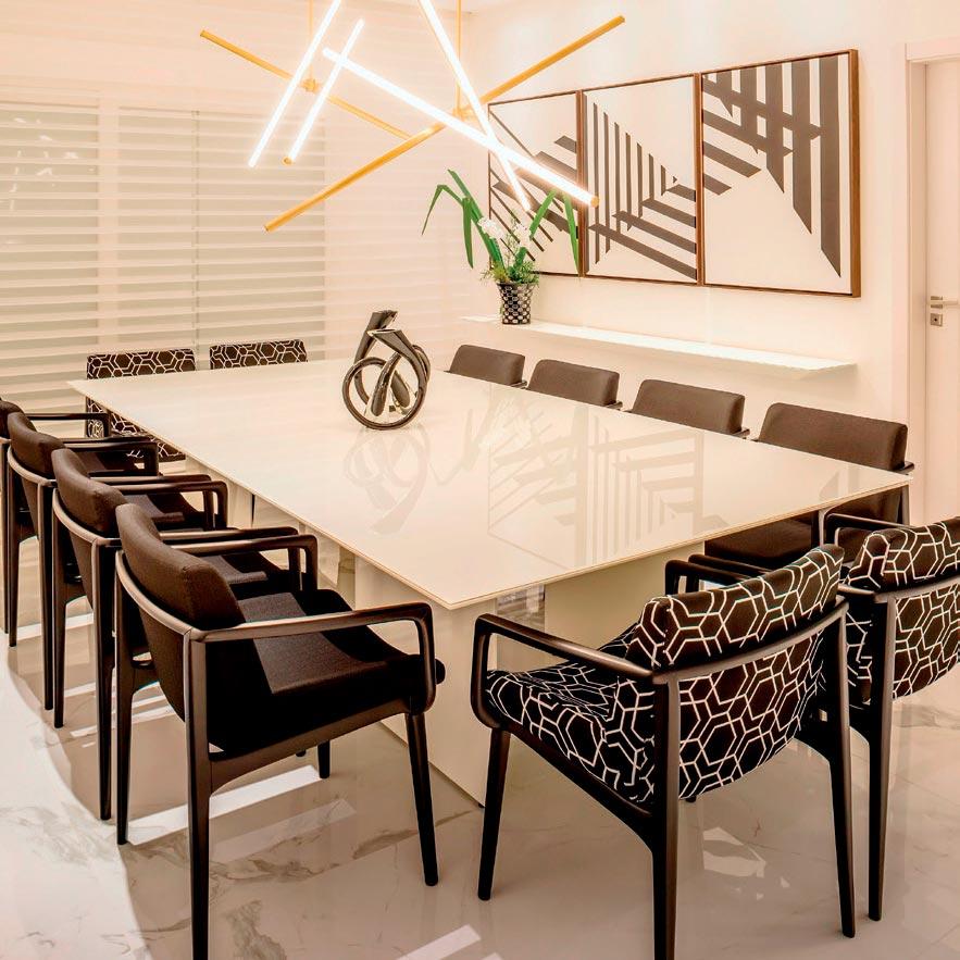 Ambientes modernos e minimalistas marcam casa de jovem casal