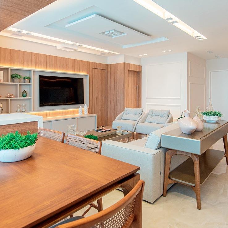 Painéis de madeira permitem que moradora troque de decoração quando quiser