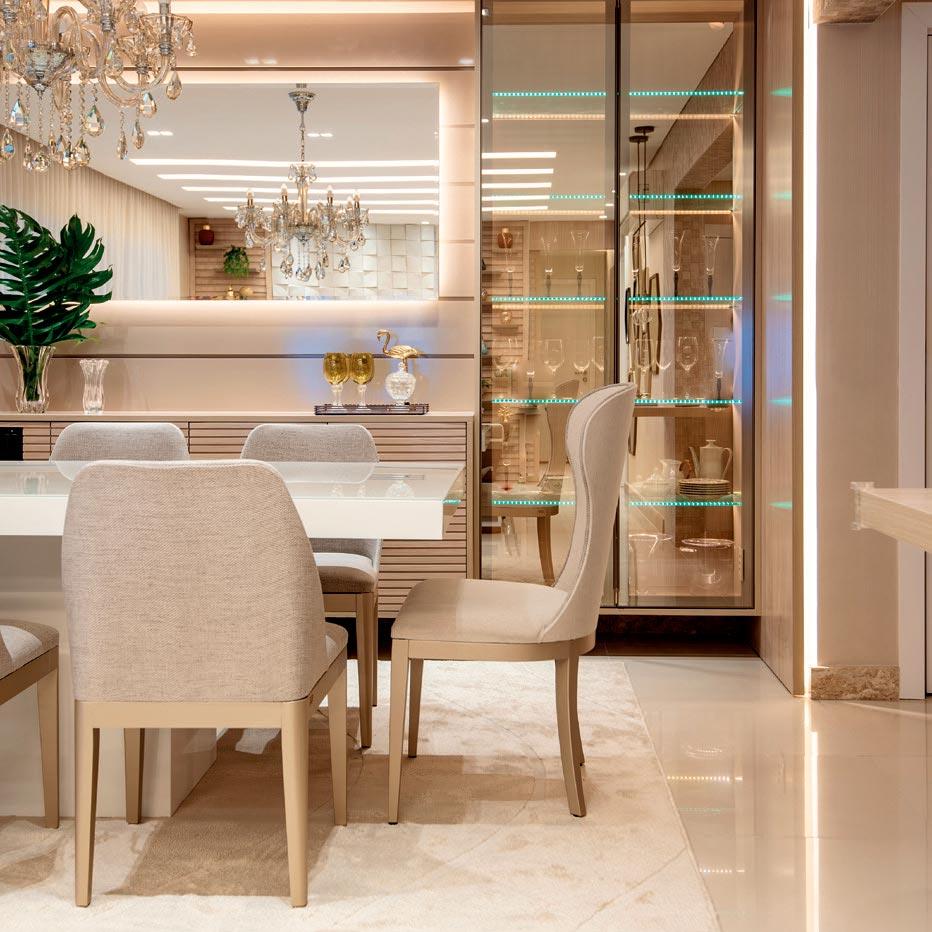 Apartamento mescla o clássico e o moderno na decoração