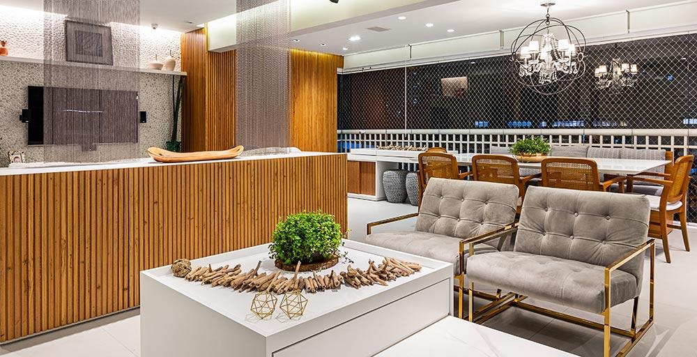Marcenaria sob medida otimiza espaços em apartamento de 130 m²