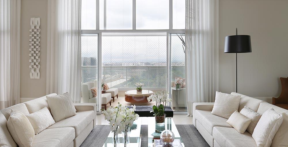 Apartamento aposta em materiais naturais para dar aconchego