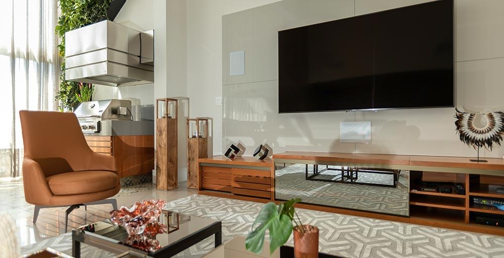 Apartamento ganha jardim vertical de 3,5 m de altura