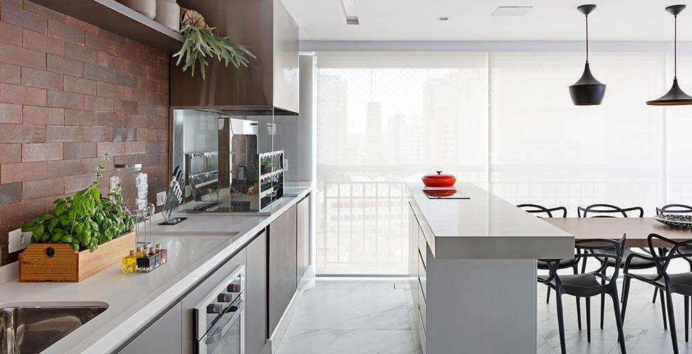 Área gourmet é destaque neste apartamento de 250 m²