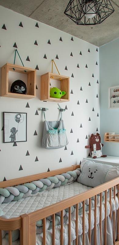 Apartamento de 64m² tem quarto de bebê com decoração inspirada em star Wars