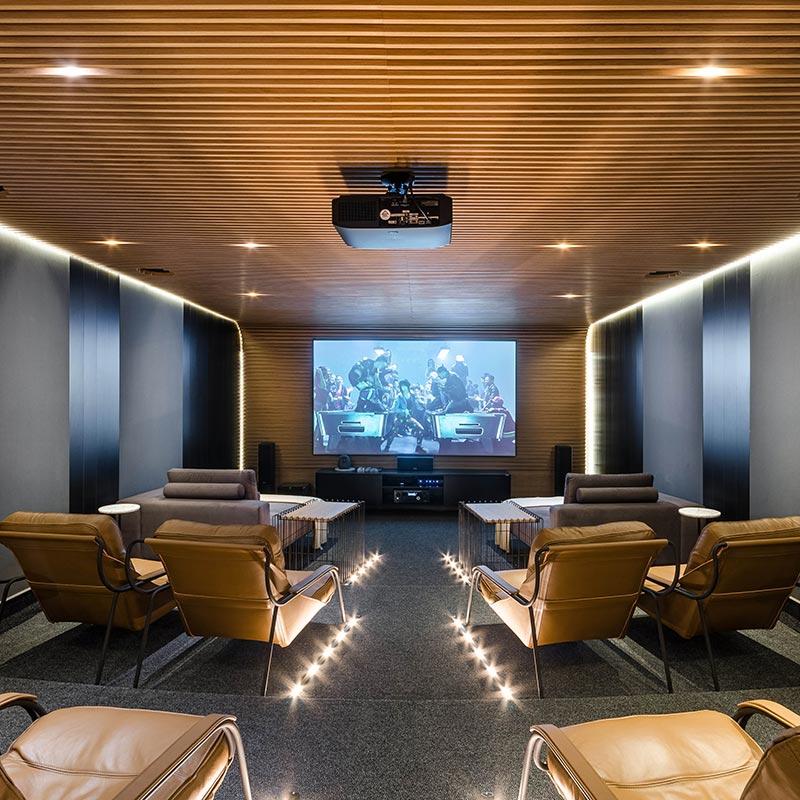 Cinema residencial traz conforto em 55 m²