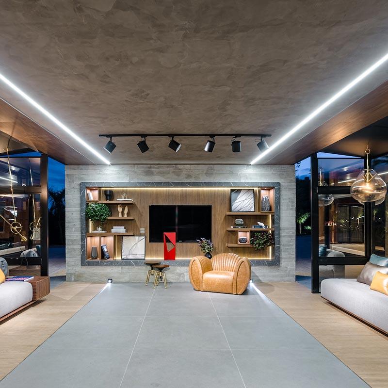 Garagem versátil tem clima de sala de estar