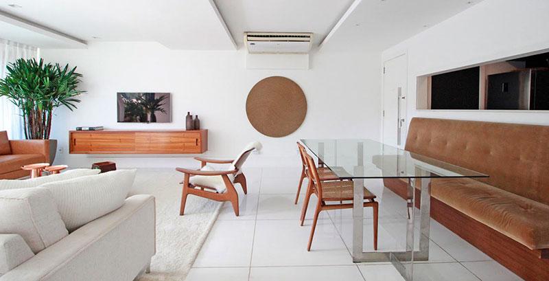 Apartamento com décor clean aposta em tons neutros