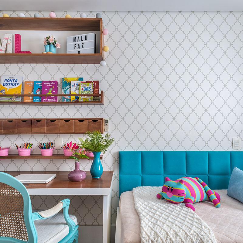 A cor azul é o destaque deste quarto para um menina de 10 anos