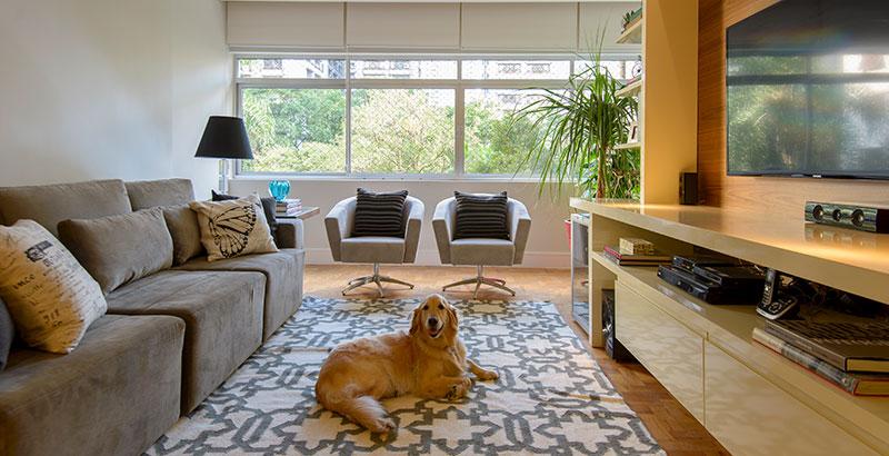 Apartamento da década de 70 é modernizado sem perder o charme original