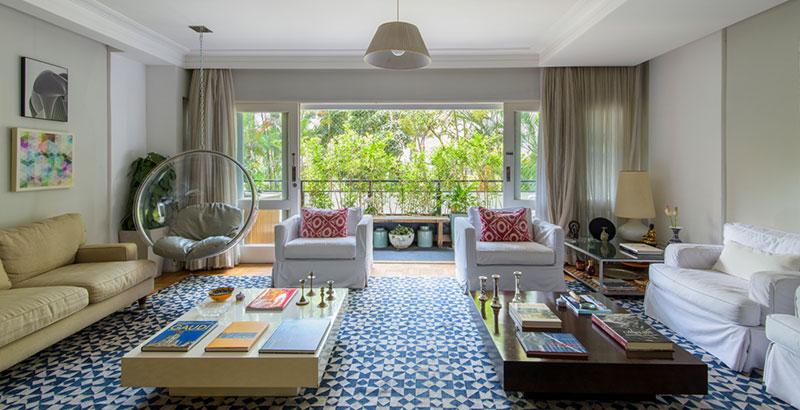 Apartamento com cara de casa tira proveito da vista
