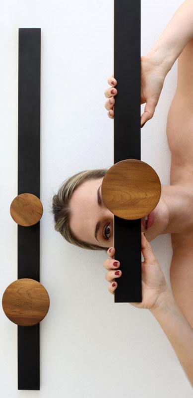 Bia Rezende lança linha de móveis que explora as formas geométricas