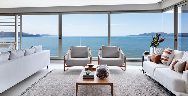 BRASIL EM FOCO: Apartamento com vista para o mar é assinado por Mariana Pesca Arquitetura