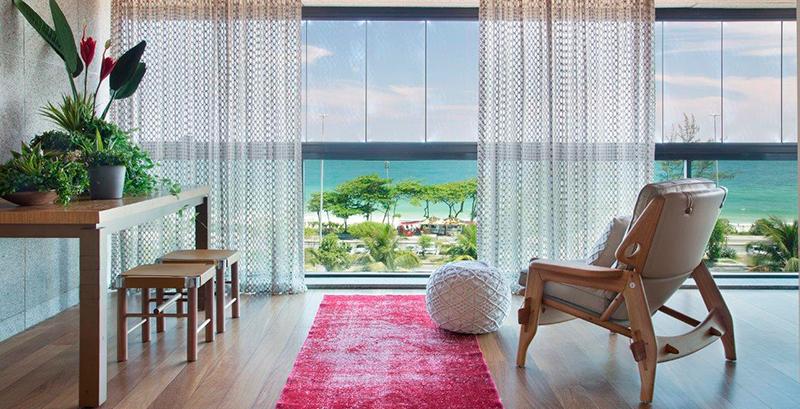 Apartamento na Barra da Tijuca tem alma carioca e muito sofisticação