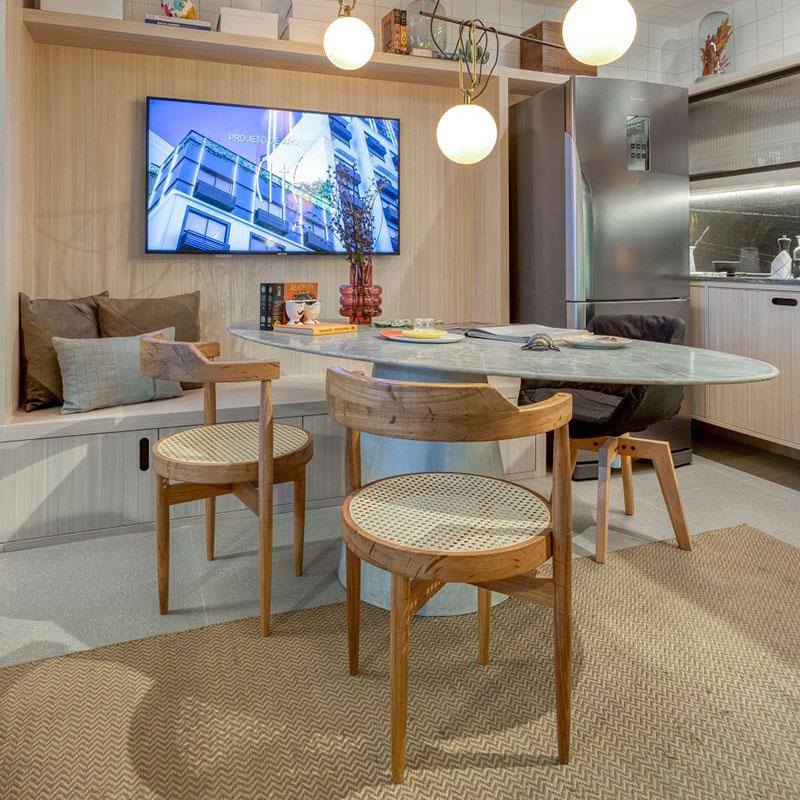 Studio de 32 m² ganha versatilidade com móveis multifuncionais