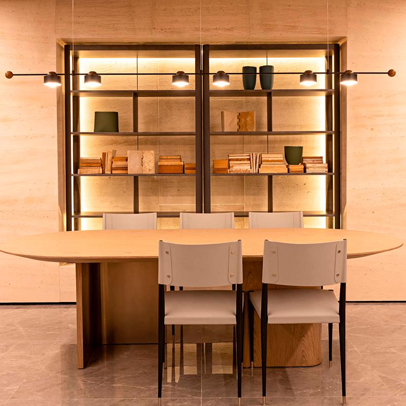 Living une estar e jantar com cores neutras e mobiliário contemporâneo