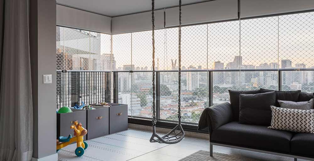 Apê de 160 m² ganha balanço na varanda e quarto para filhos gêmeos