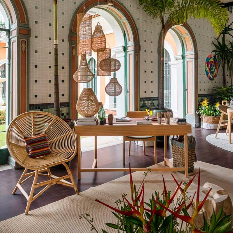 CASACOR Rio de Janeiro: Jardim une estar, jantar e escritório num único espaço