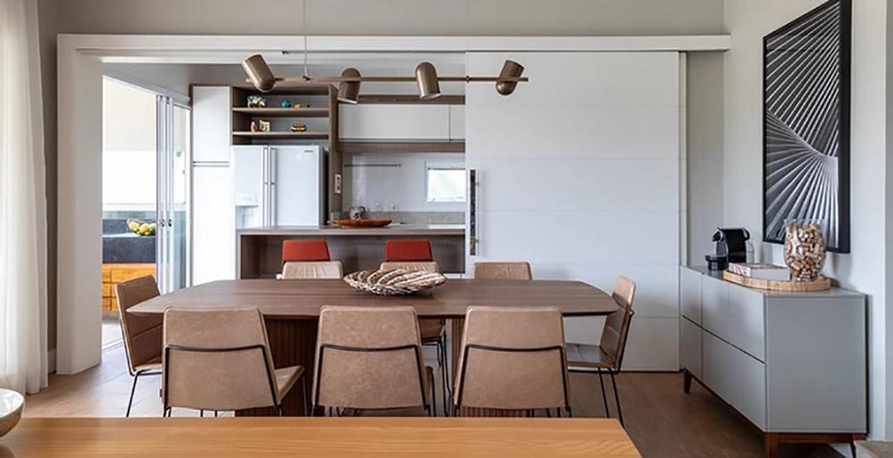 Sem reforma, casa ganha personalidade com mobiliário e paisagismo