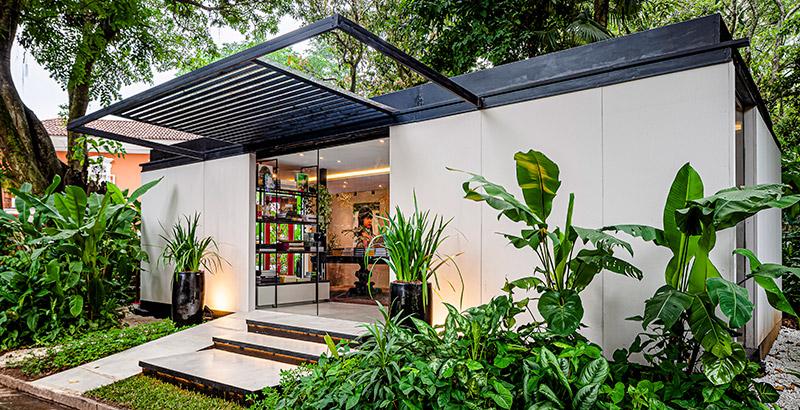 CASACOR Rio de Janeiro: livraria faz conexão entre livros e natureza