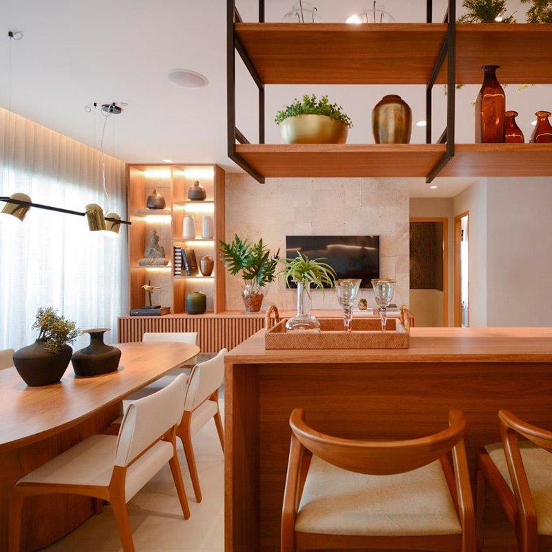 Móveis sob medida otimizam o espaço neste apê de 69 m²