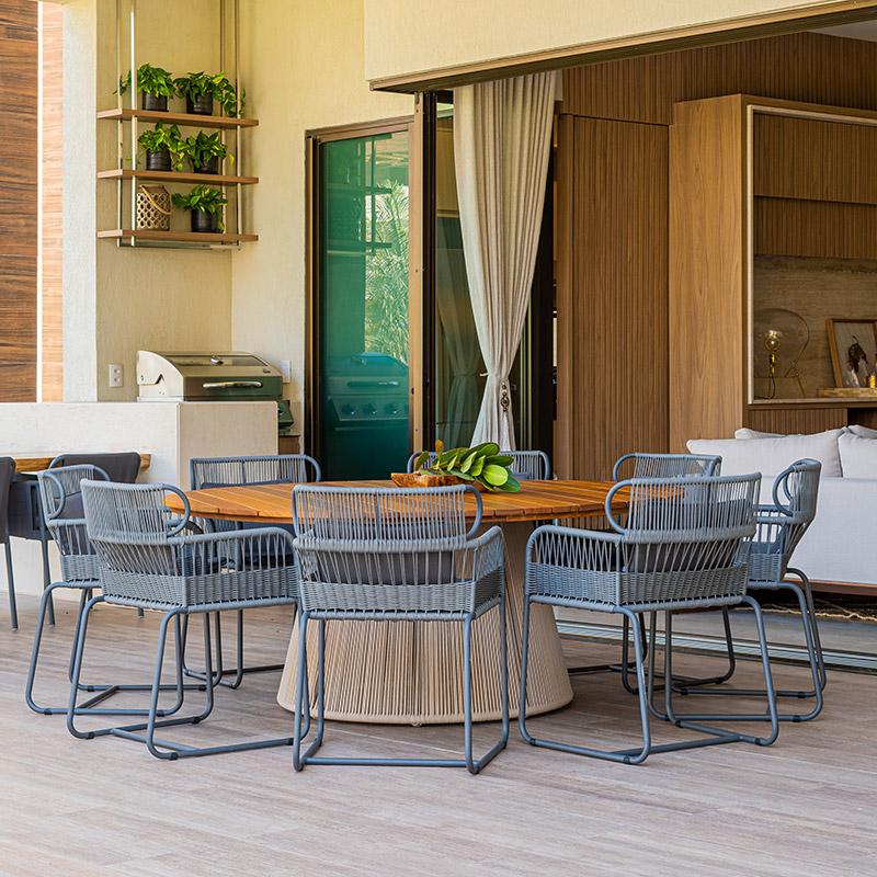 Área externa repleta de espaços para receber amigos e família