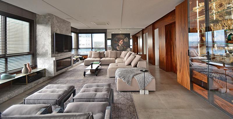 Apartamento com janelas em três fachadas é repleto de arte e design