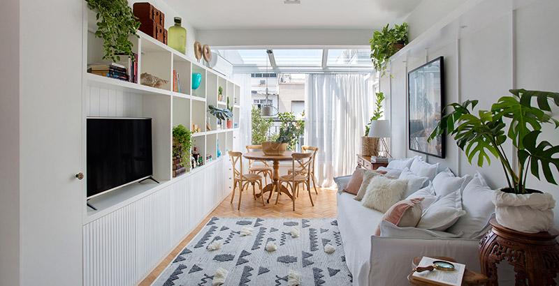 Apê de 55 m² mistura décor escandinavo com o clima carioca
