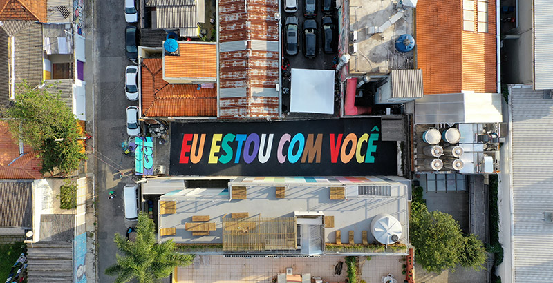 Suvinil e Felipe Morozini criam arte de 30 m em apoio ao Dia do Orgulho LGBTI+