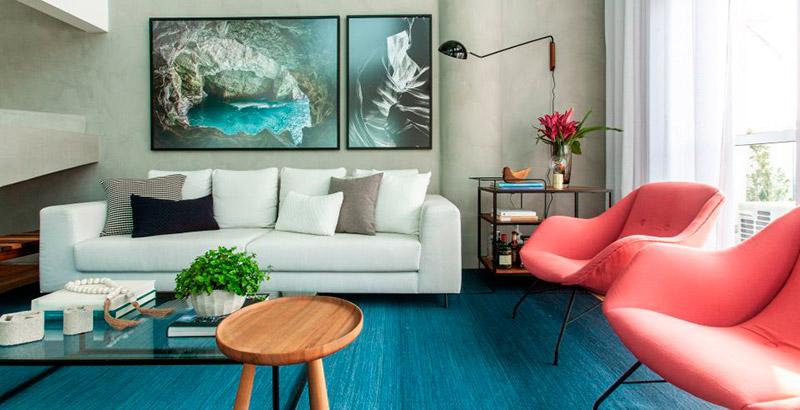 Madeira, cimento queimado e tons neutros marcam o décor deste apê de 124 m²